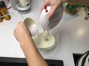 Recette-buche-meringuee-chocolat-praline