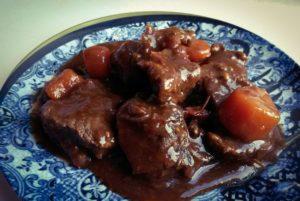 Recette-joue-de-boeuf-au-vin-rouge-et-aux-legumes-d-hiver