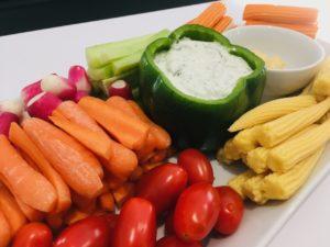 Assiette de legumes frais a croquer