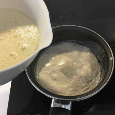 Recette gâteau à la crème pâtissière et à la rhubarbe